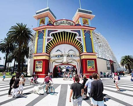 墨尔本月神公园Luna Park启用新LOGO,标志性大门是否继续使用?