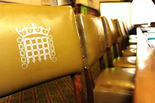 """英国议会新LOGO——""""新带王冠的门楣"""",虽花了心思但并不被看好"""