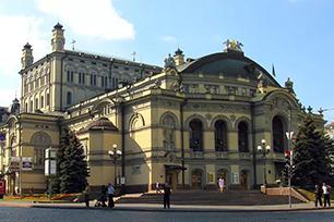 尴尬!!知名设计公司为乌克兰国立歌剧院换标被拒,新LOGO设计还是不错的