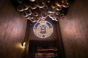 """马云涉足酒吧行业,""""平头哥""""蜜獾成为企业新形象设计"""
