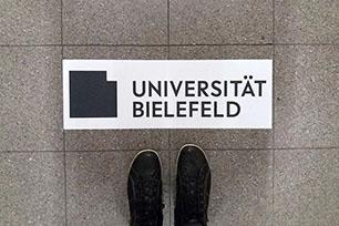 比勒费尔德大学更换纯黑logo设计,褒贬不一。